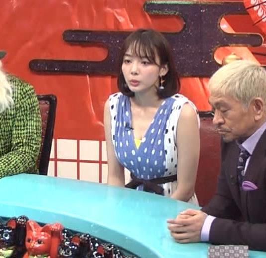 岡田紗佳 肩出しニットおっぱい&谷間チラキャプ・エロ画像5