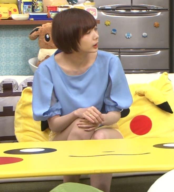 岡田紗佳 前かがみでちょっと胸元チラキャプ・エロ画像7
