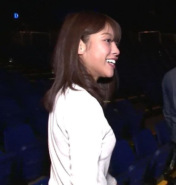 岡副麻希 横乳で見る旨の大きさとスウェットパンツでみる下着透けキャプ・エロ画像
