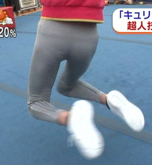 岡副麻希 横乳で見る旨の大きさとスウェットパンツでみる下着透けキャプ・エロ画像13
