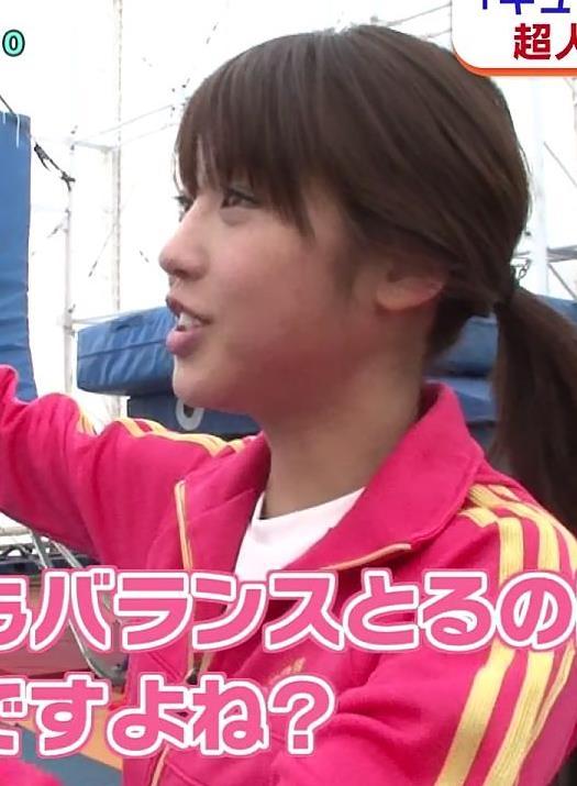 岡副麻希 横乳で見る旨の大きさとスウェットパンツでみる下着透けキャプ・エロ画像6