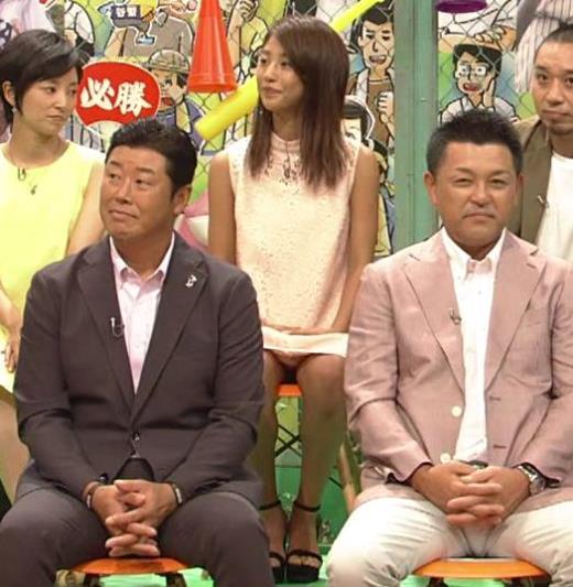岡副麻希 無防備!スカートで座ってるのに脚を開きまくるキャプ画像(エロ・アイコラ画像)