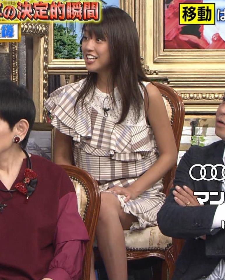 岡副麻希 ミニスカで脚を開いてパンツが見えそうキャプ・エロ画像7
