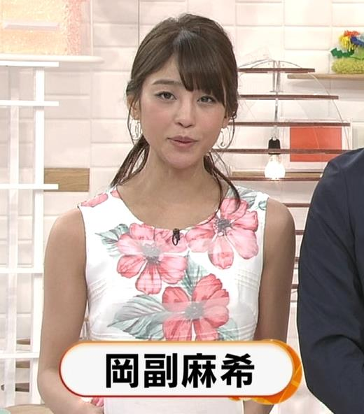 岡副麻希 ちっぱいを寄せるキャプ・エロ画像