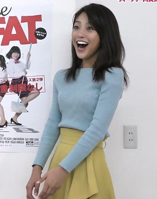 岡副麻希 盛ってそうなニットおっぱい♡キャプ・エロ画像3