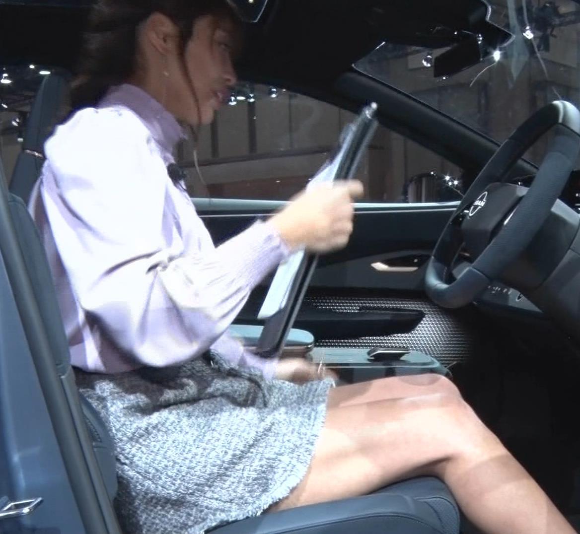 岡副麻紀 意外と太ももがエロかった(脚フェチ向け)キャプ・エロ画像14