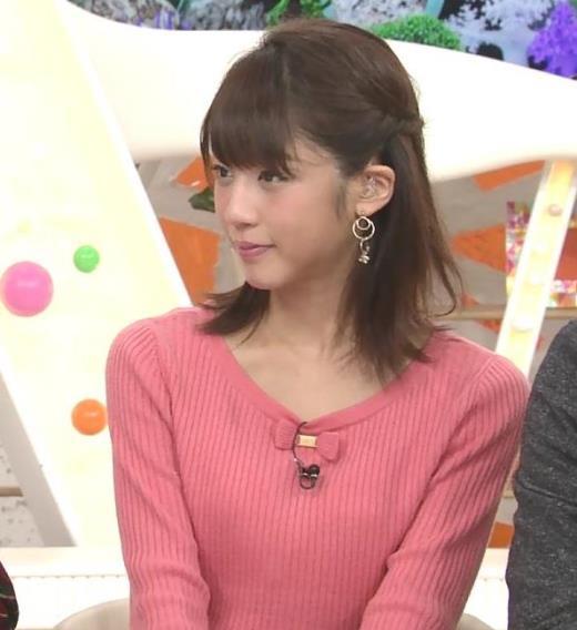 岡副麻希 ニットおっぱいを両腕で挟んだ結果…キャプ画像(エロ・アイコラ画像)