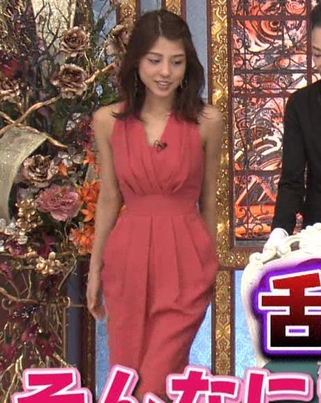 アナ セクシードレスで胸チラ・ワキチラ・パンチラキャプ・エロ画像2