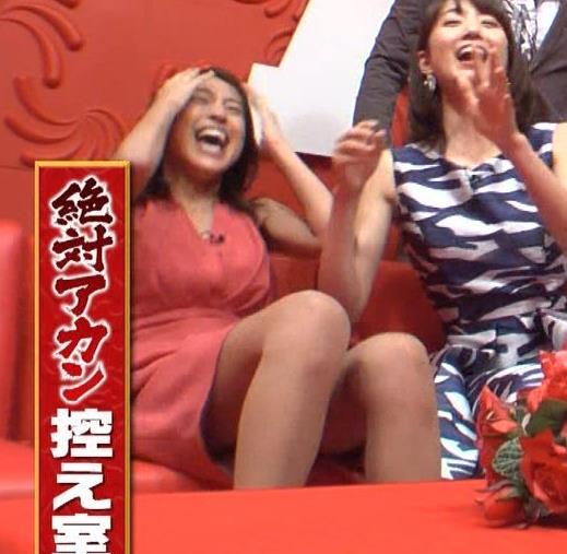 アナ セクシードレスで胸チラ・ワキチラ・パンチラキャプ・エロ画像11