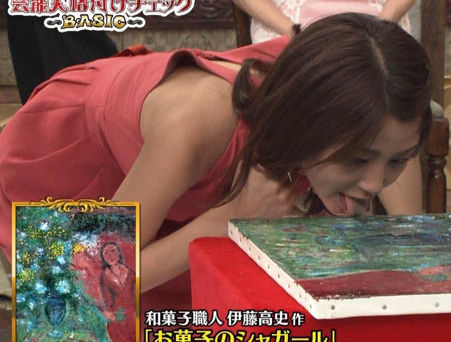 アナ セクシードレスで胸チラ・ワキチラ・パンチラキャプ・エロ画像12
