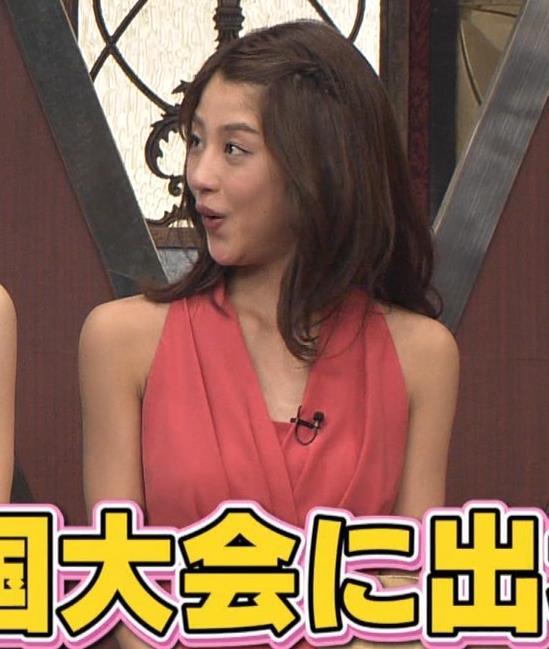 アナ セクシードレスで胸チラ・ワキチラ・パンチラキャプ・エロ画像14