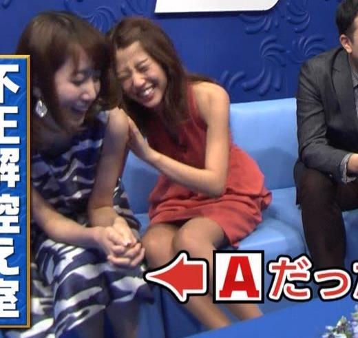 アナ セクシードレスで胸チラ・ワキチラ・パンチラキャプ・エロ画像17