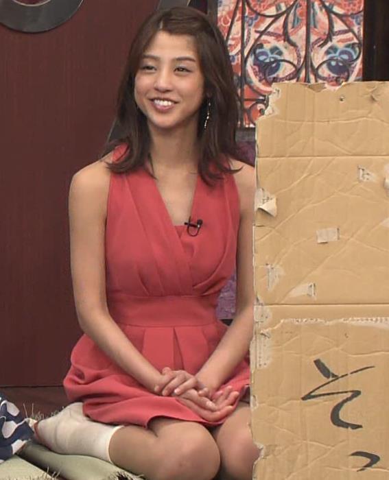 アナ セクシードレスで胸チラ・ワキチラ・パンチラキャプ・エロ画像19