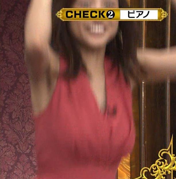 アナ セクシードレスで胸チラ・ワキチラ・パンチラキャプ・エロ画像5