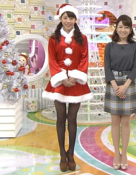 岡副麻希 ミニスカ&黒ストッキングのサンタキャプ画像(エロ・アイコラ画像)