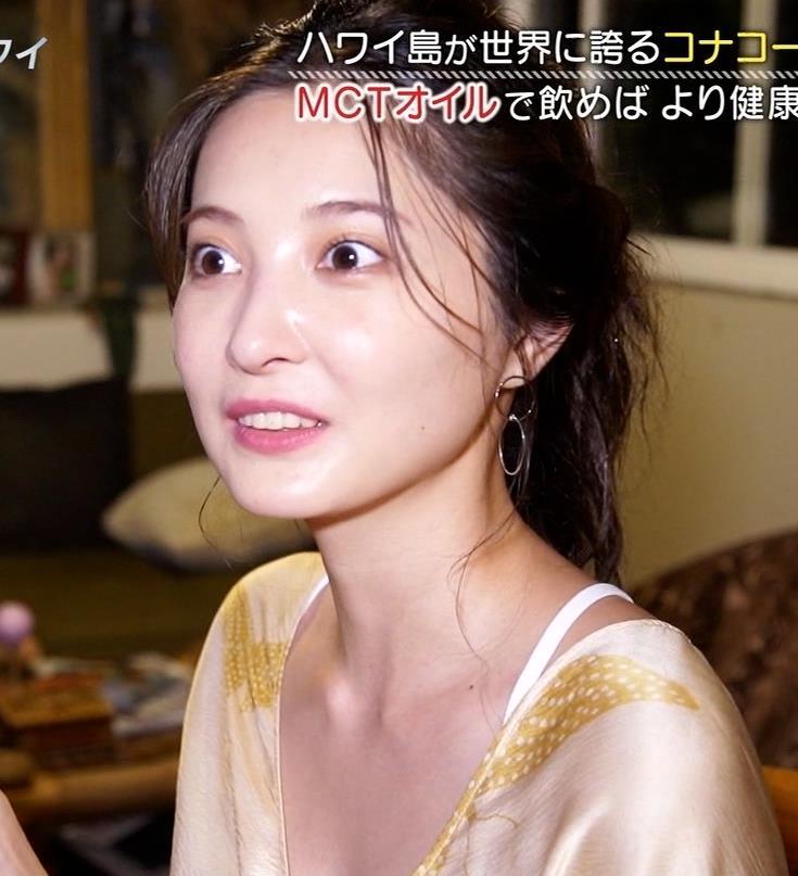 大石絵理 胸の谷間露出衣装キャプ・エロ画像6
