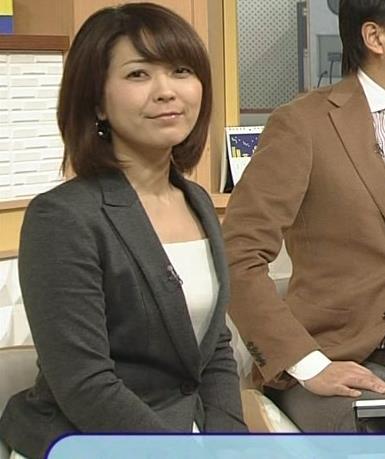 大成安代アナ タイトめなスカートのお尻キャプ・エロ画像12