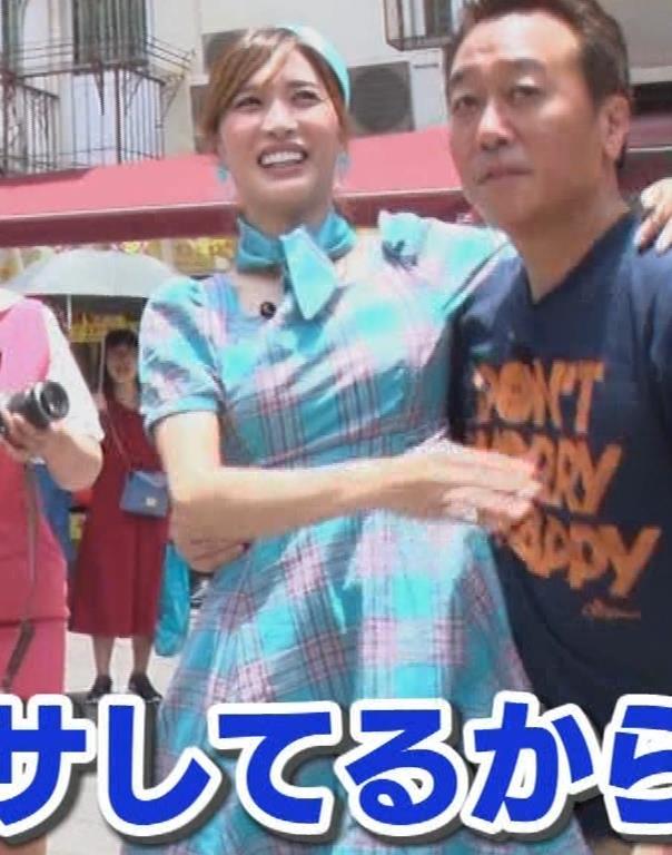 大島麻衣 お姫様抱っこでパンツが見えそうになるキャプ・エロ画像18
