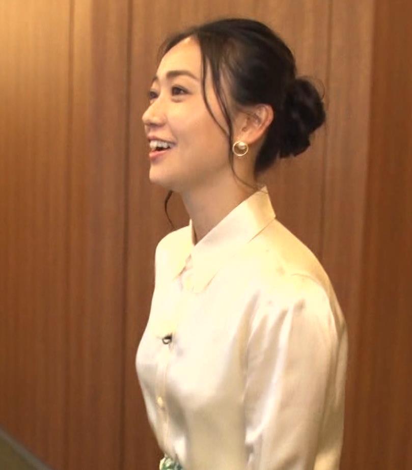 大島優子 BS番組での横乳キャプ・エロ画像2
