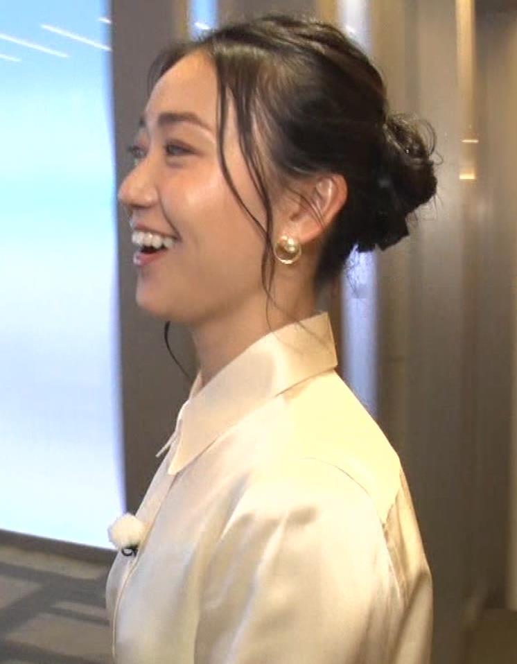 大島優子 BS番組での横乳キャプ・エロ画像3