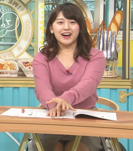 尾崎里紗アナ エッチな胸元とミニスカ▼ゾーンキャプ・エロ画像3