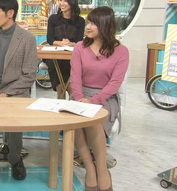 尾崎里紗アナ エッチな胸元とミニスカ▼ゾーンキャプ・エロ画像4