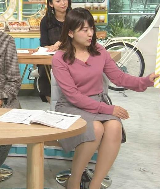 尾崎里紗アナ エッチな胸元とミニスカ▼ゾーンキャプ・エロ画像5