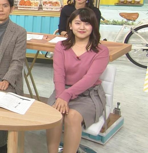 尾崎里紗アナ エッチな胸元とミニスカ▼ゾーンキャプ・エロ画像6