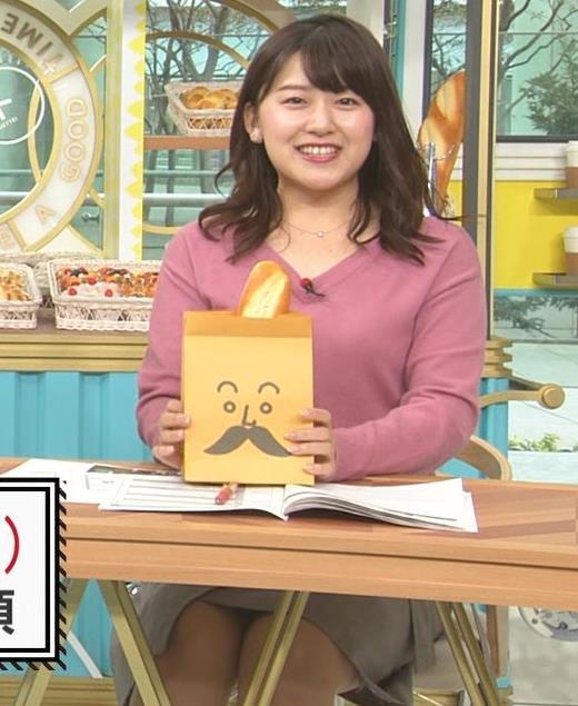尾崎里紗アナ エッチな胸元とミニスカ▼ゾーンキャプ・エロ画像7