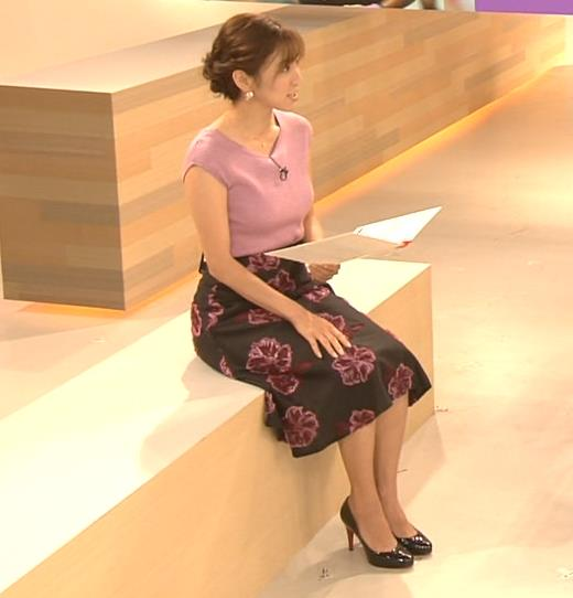小澤陽子アナ 意外と控えめだったニットおっぱいキャプ・エロ画像3
