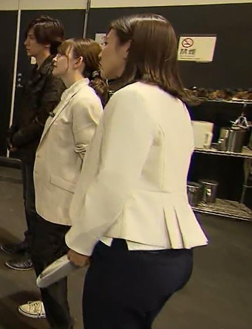 小澤陽子アナ ジャケットのしたのエロいおっぱいキャプ・エロ画像7