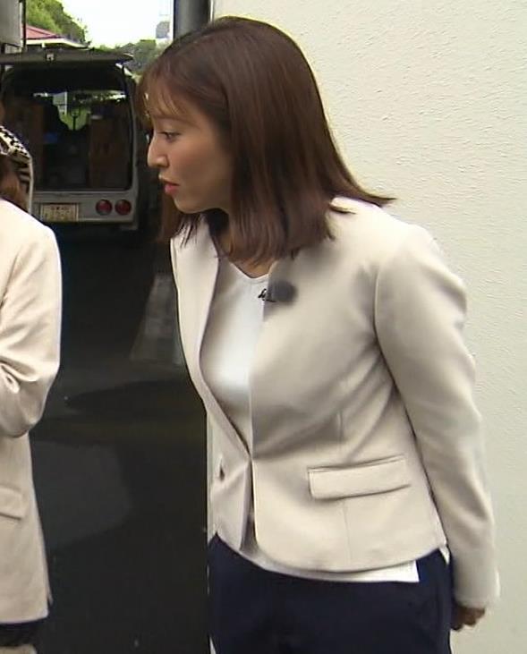 小澤陽子アナ ジャケットのしたのエロいおっぱいキャプ・エロ画像8