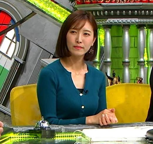 小澤陽子アナ 胸元開いててエロいキャプ・エロ画像8