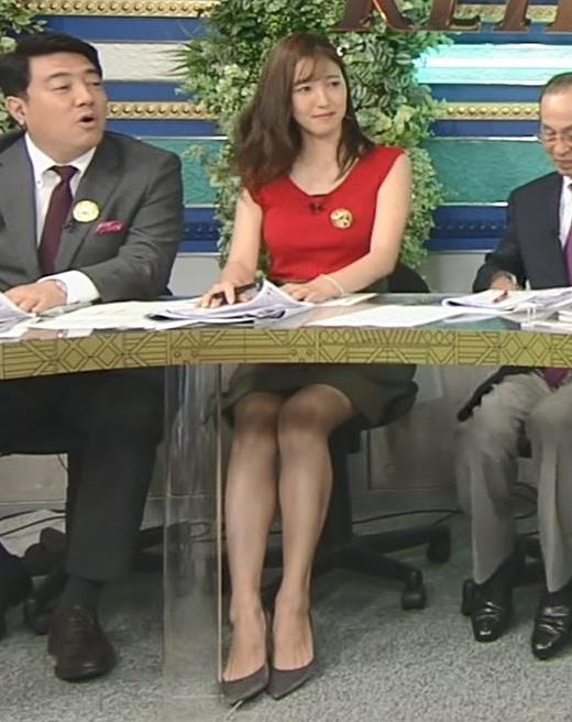 小澤陽子アナ スカート短すぎて露出度高すぎキャプ・エロ画像5