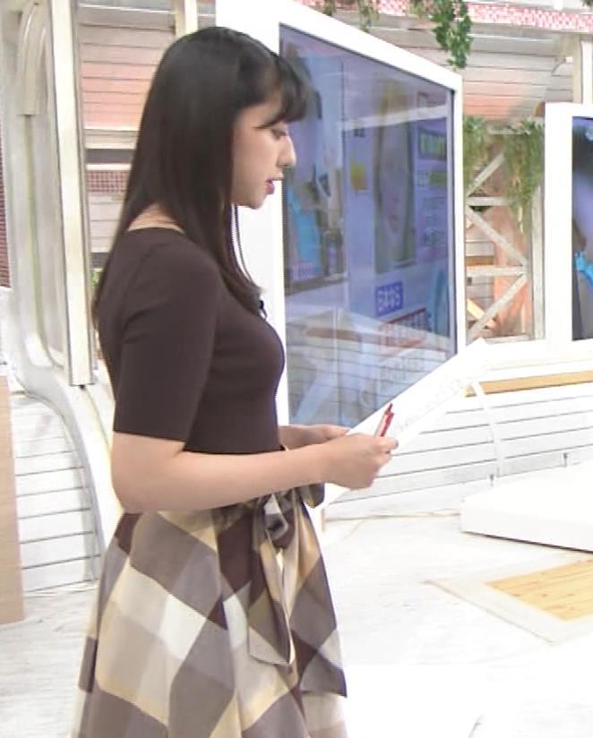 斎藤ちはるアナ 形のよさそうな横乳キャプ・エロ画像