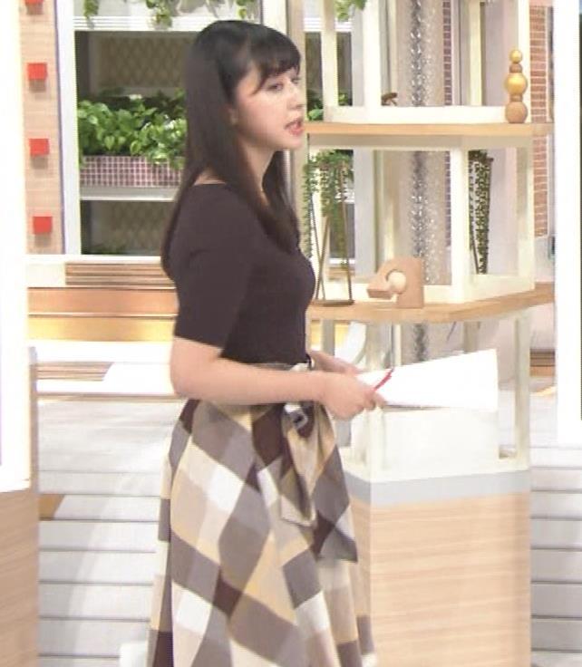 斎藤ちはるアナ 形のよさそうな横乳キャプ・エロ画像3