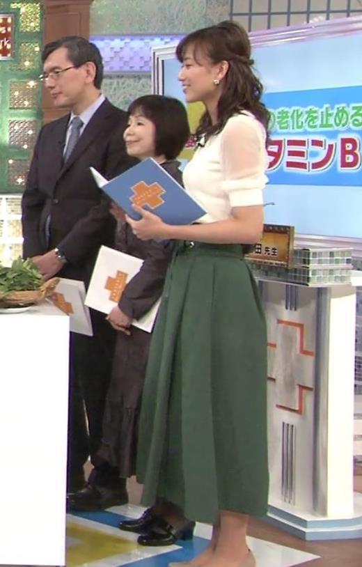 斎藤真美 タイトなニットの横乳キャプ画像(エロ・アイコラ画像)