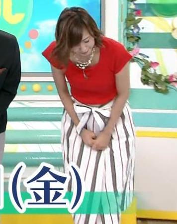 斎藤真美アナ タイトな服でエロいおっぱいキャプ・エロ画像2