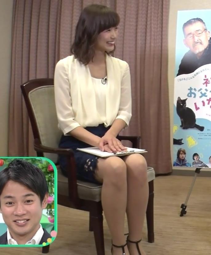 斎藤真美アナ エロいミニスカートで座ってたよキャプ・エロ画像2