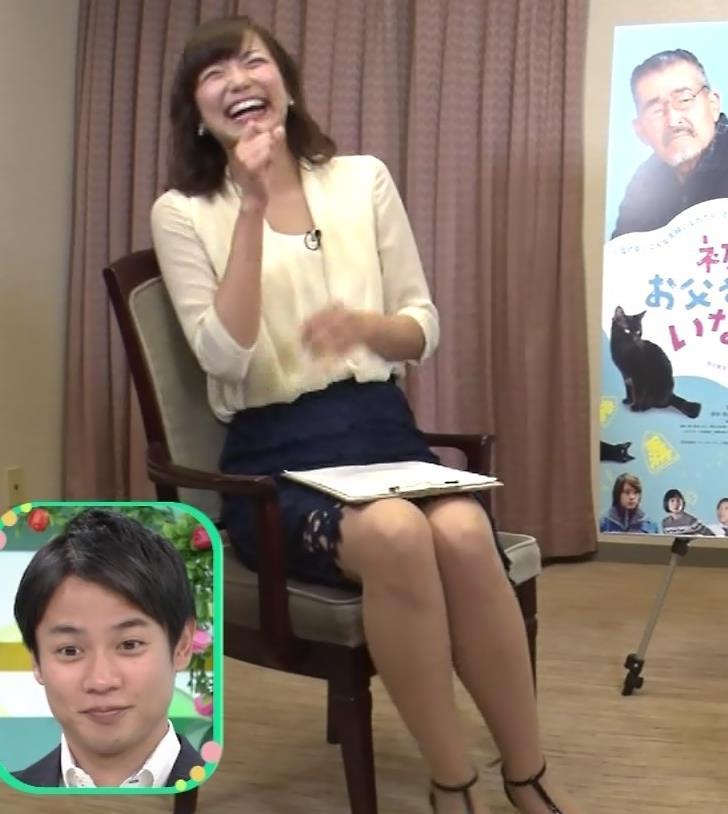 斎藤真美アナ エロいミニスカートで座ってたよキャプ・エロ画像3