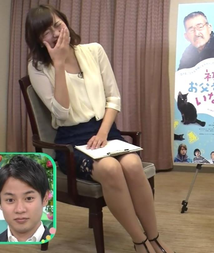 斎藤真美アナ エロいミニスカートで座ってたよキャプ・エロ画像4
