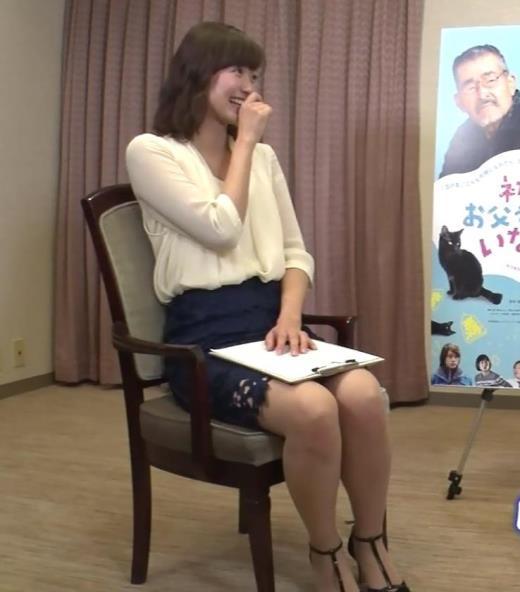 斎藤真美アナ エロいミニスカートで座ってたよキャプ画像(エロ・アイコラ画像)