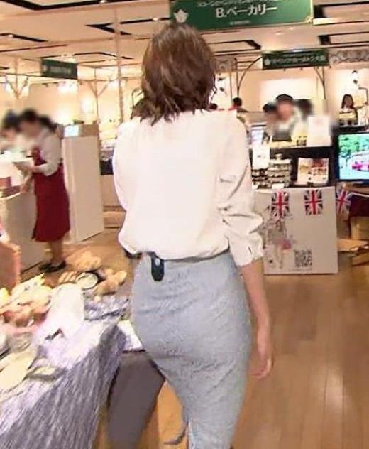 斎藤真美アナ タイトスカートのお尻がエロいキャプ画像(エロ・アイコラ画像)