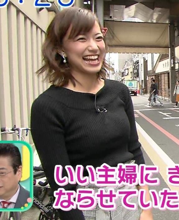 斎藤真美アナ 突き出したおっぱいがエロいニットキャプ・エロ画像4