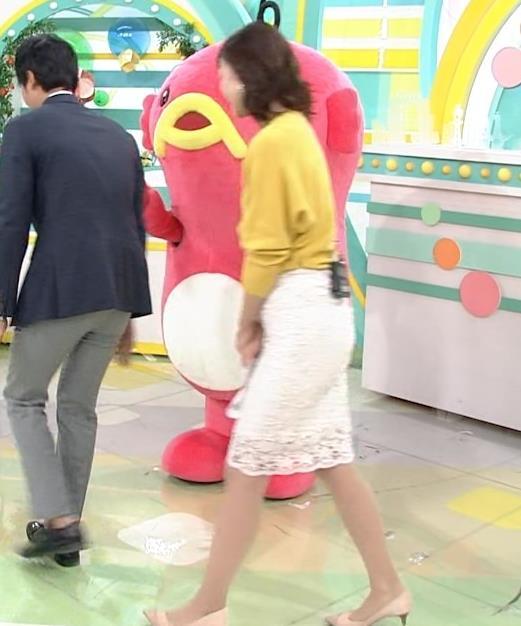 斎藤真美アナ タイトスカートのお尻がいい感じ!キャプ・エロ画像2