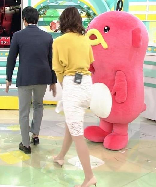 斎藤真美アナ タイトスカートのお尻がいい感じ!キャプ・エロ画像3