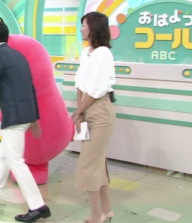 斎藤真美アナ タイトスカートのお尻♡キャプ・エロ画像2