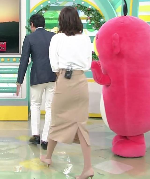斎藤真美アナ タイトスカートのお尻♡キャプ・エロ画像3