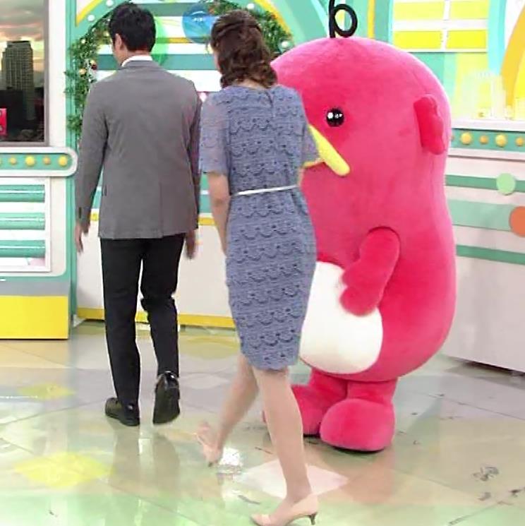 斎藤真美アナ 透け透けレース衣装キャプ・エロ画像2