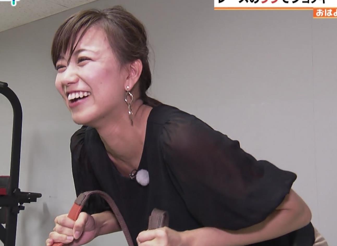 斎藤真美アナ 騎乗でお尻を思いっきり突き出す!キャプ・エロ画像4